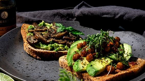 Image of Avocado Toast mit Knusper-Kichererbsen