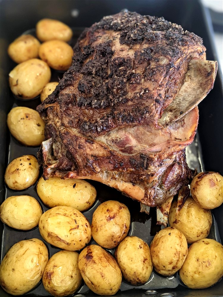 Image of Score the fat of your lamb shoulder and 2cm intervals...