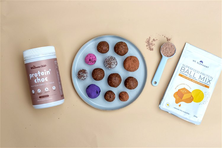 Image of Roll into desiccated coconut, cacao, dried beetroot or blue spirulina...