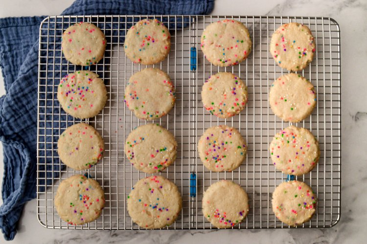 Image of Let the cookies cool for 5 minutes before transferring them...