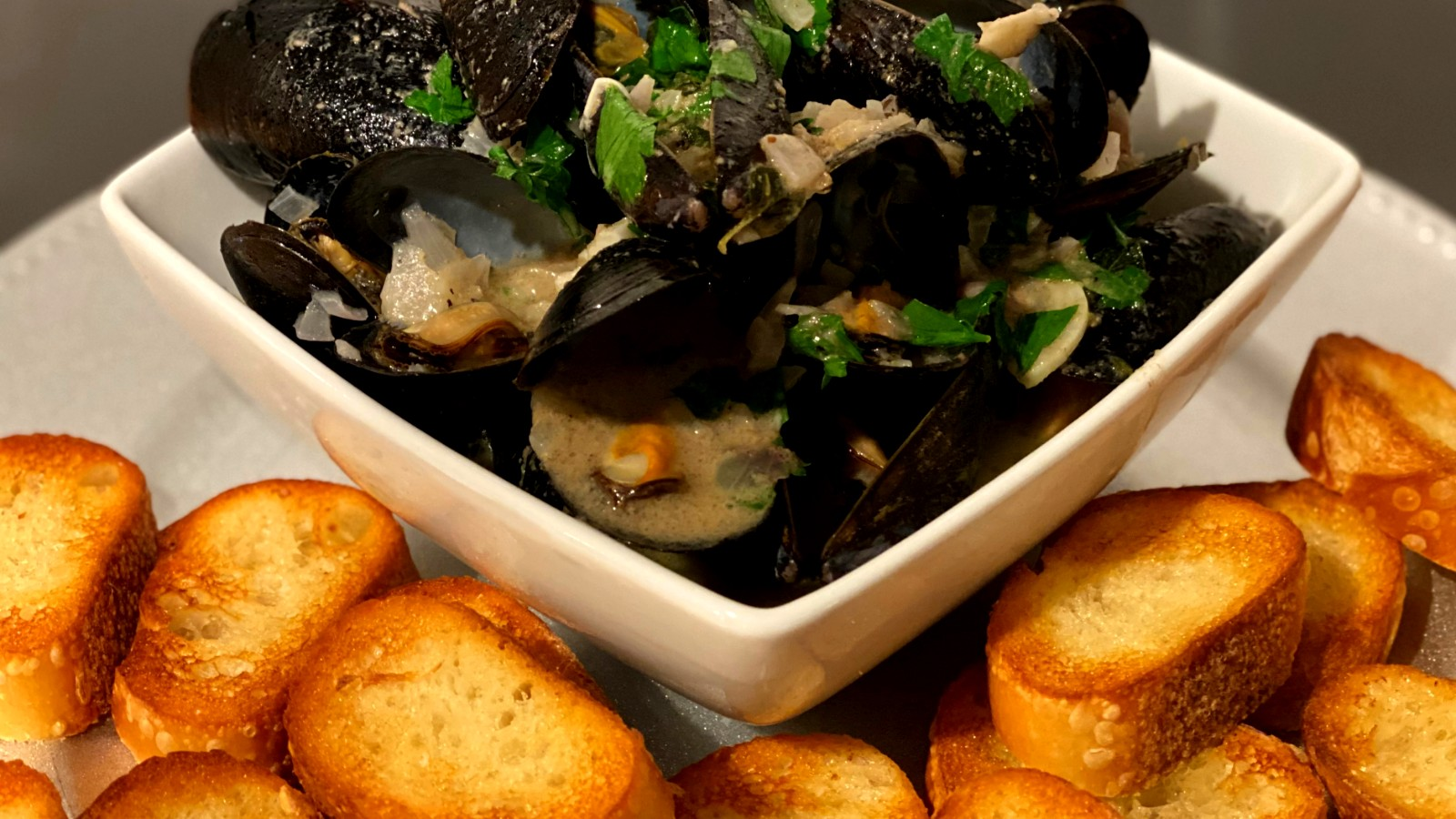 Image of Mussels in White Truffle Oyster Bay Wine Sauce