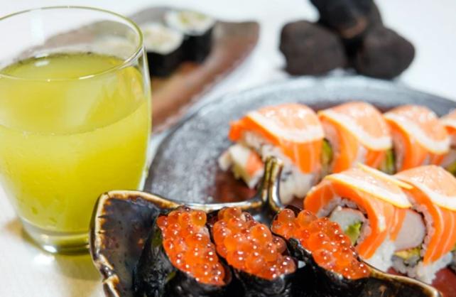Image of Salmon Avocado Sushi