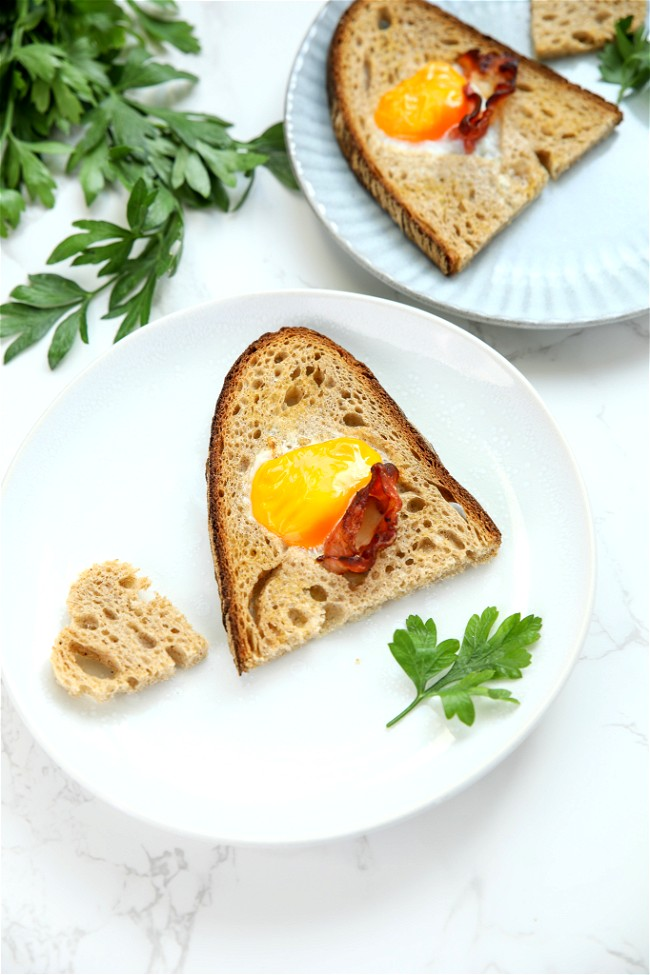 Image of BREAD WITH EGG AND BACON IN THE MIDDLE