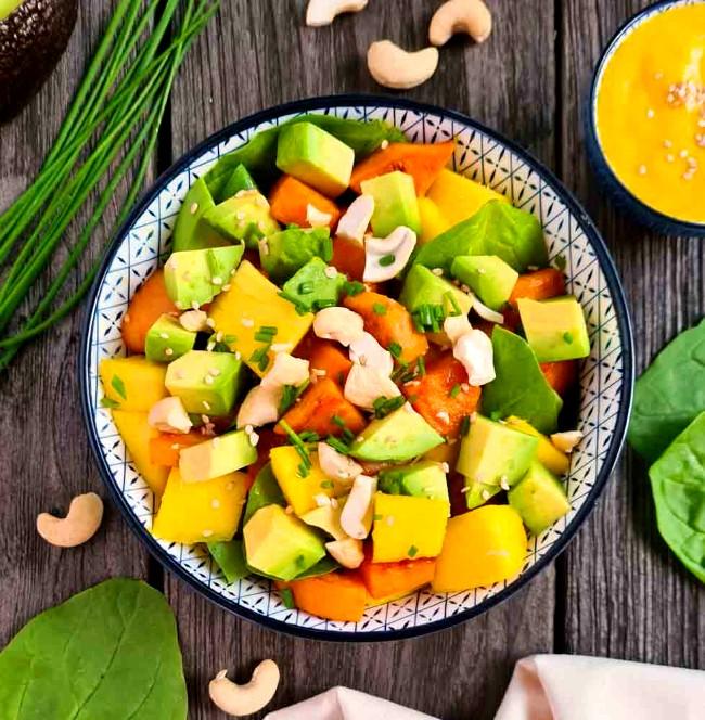 Image of Süßkartoffel-Salat mit frischer Mango, Avocado und Juicy Lucy Orangendressing