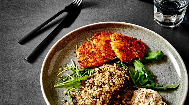 Image of Steak im Kürbiskernmantel mit Kartoffelrösti & Kürbiskern-Dip Rezept