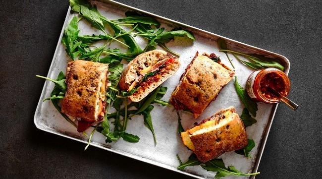 Image of Focaccia-Sandwich mit Prosciutto & Walnuss Pesto Rezept