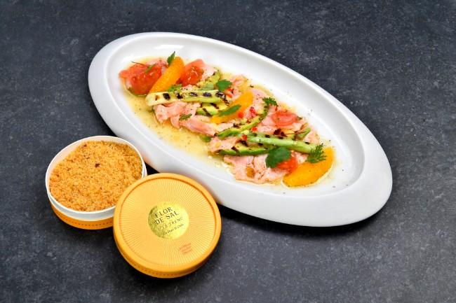 Image of Ceviche vom norwegischen Lachs   Nussbutter   marinierte Avocado   gerösteter Mais